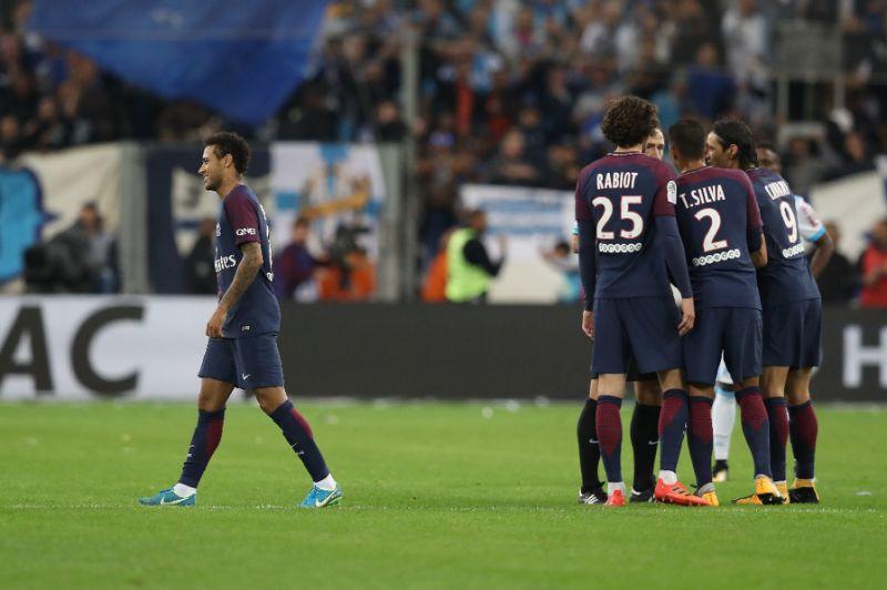 Neymar nhận thẻ đỏ, PSG thoát thua nhờ bàn thắng ở phút 93