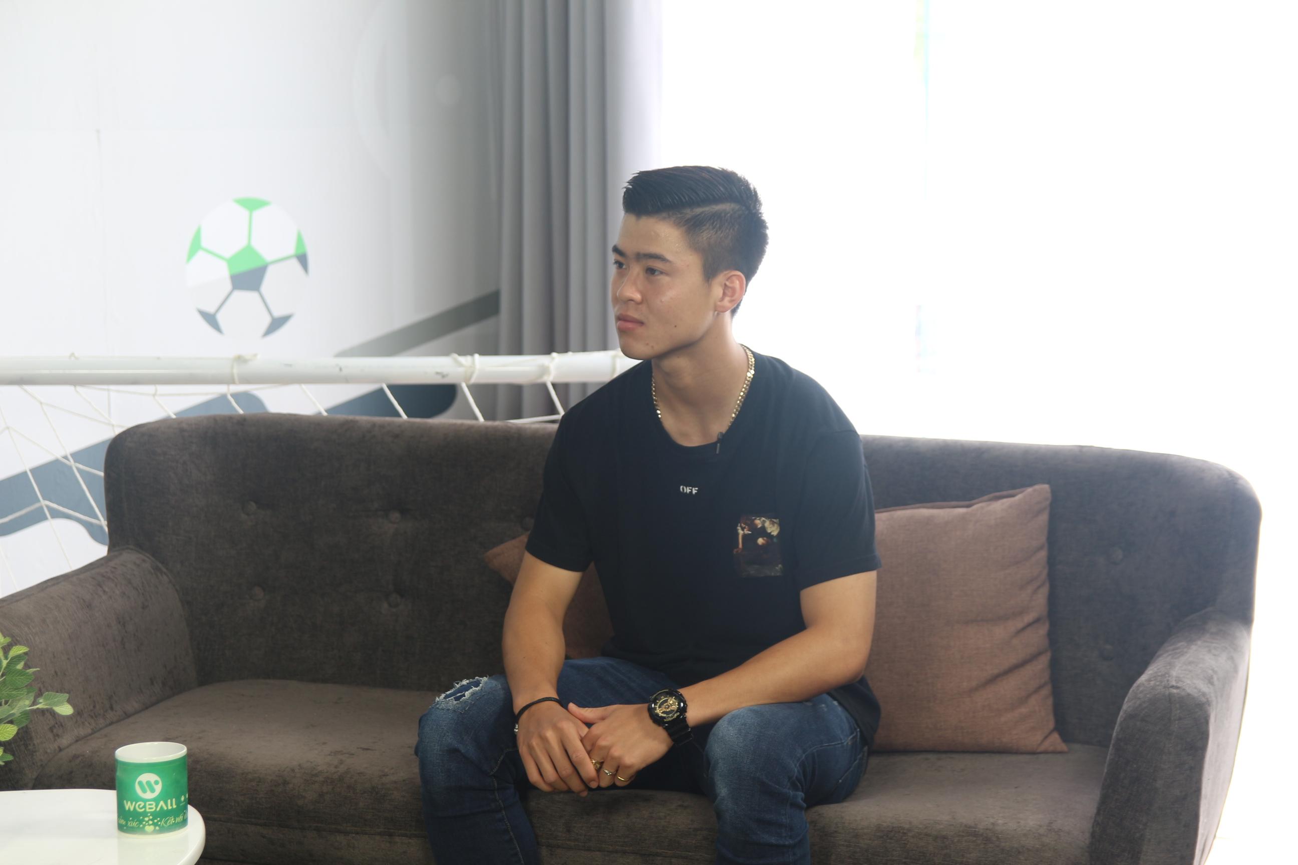 """""""Bạch mã hoàng tử"""" U23 Duy Mạnh ghé thăm chung cư VTM trong sitcom tập 7 của WeBall"""