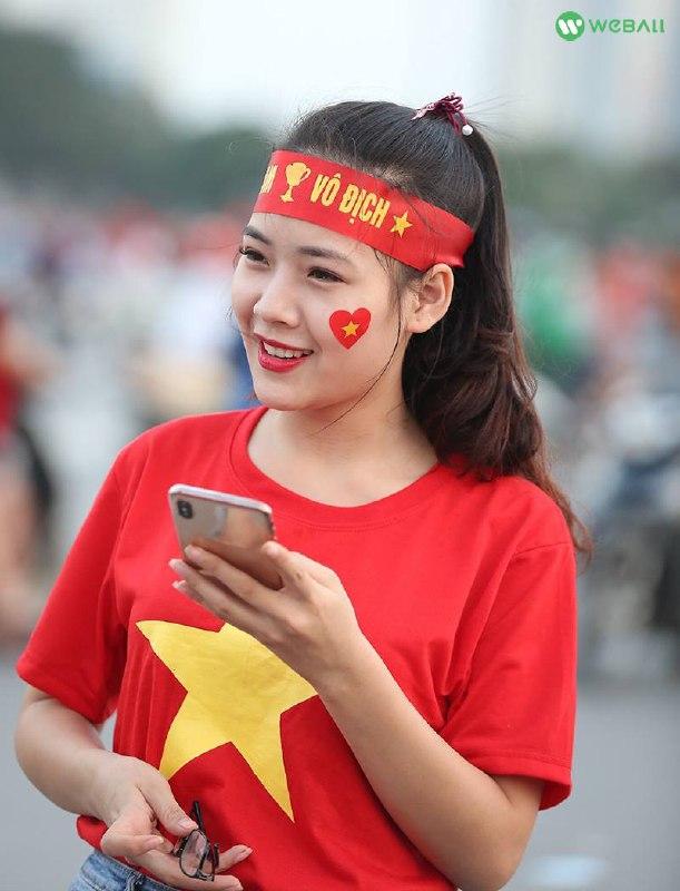 Dàn hot girl quẩy tung chảo lửa Mỹ Đình cổ vũ hết mình cho thầy trò HLV Park Hang Seo