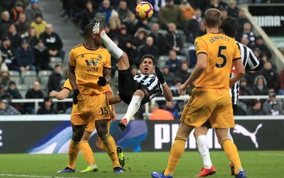 Newcastle - Wolves: Đánh sập chủ nhà
