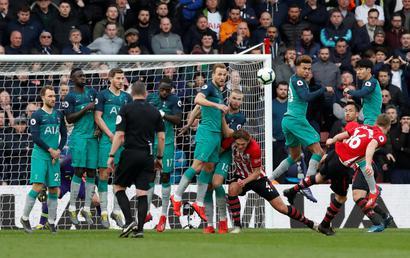 Top 5 bàn thắng đẹp vòng 30 Ngoại hạng Anh