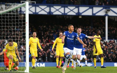 Everton - Chelsea: Top 4 xa dần